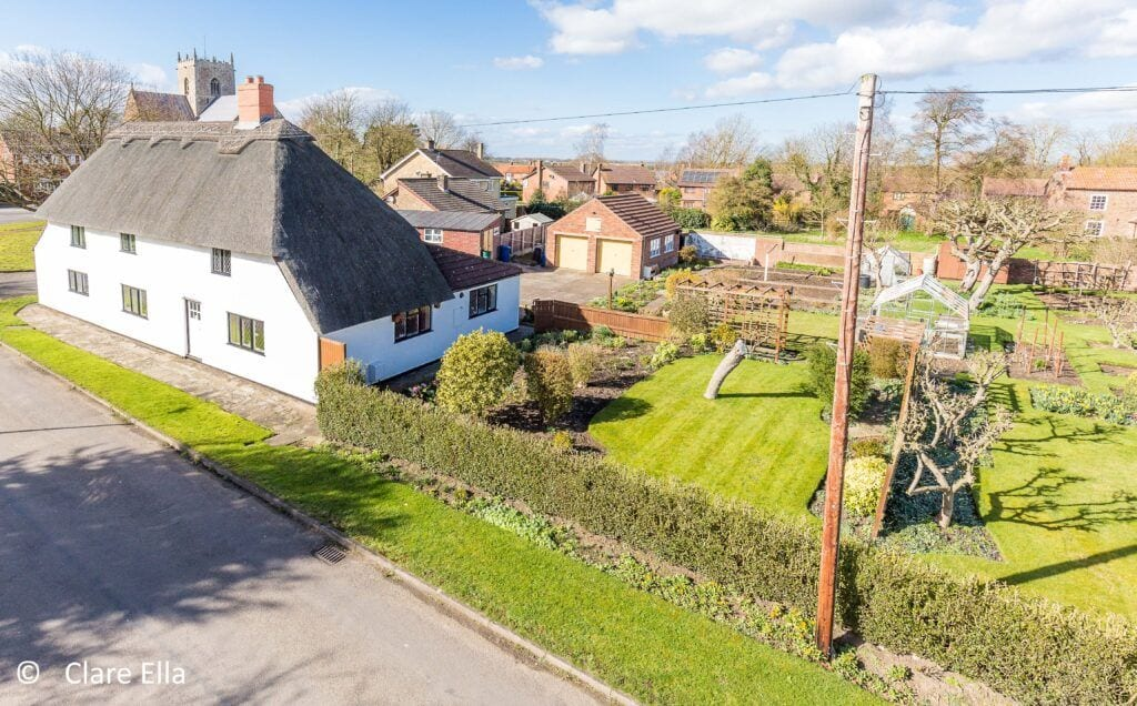 Thatched Cottage in Lincolnshire for Sale